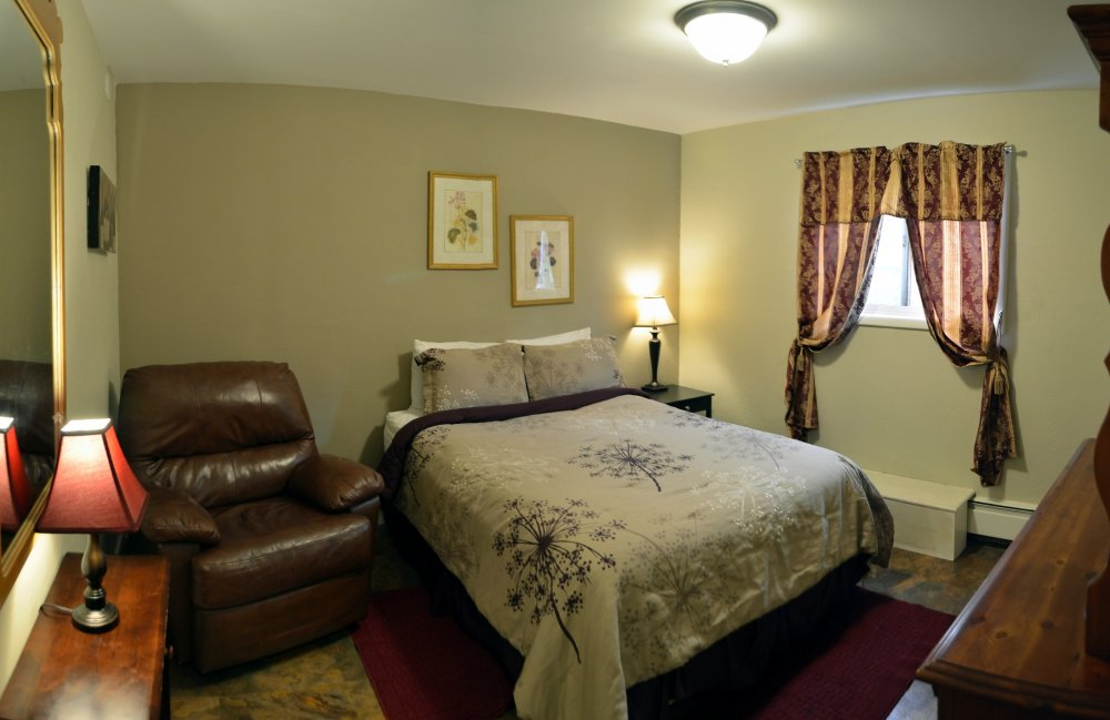 Bent Prop Inn & Hostels - downtown Anchorage Alaska - private room
